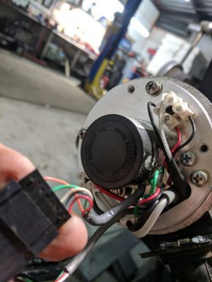 Encoder 8 pin plug, right side to encoder.jpg