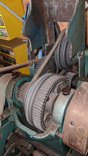 atlas lathe 2 gears.jpg