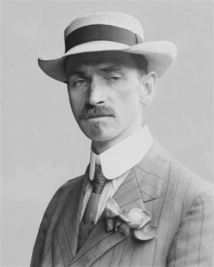 Glenn-Curtiss-in-1909-photo (Small).jpg