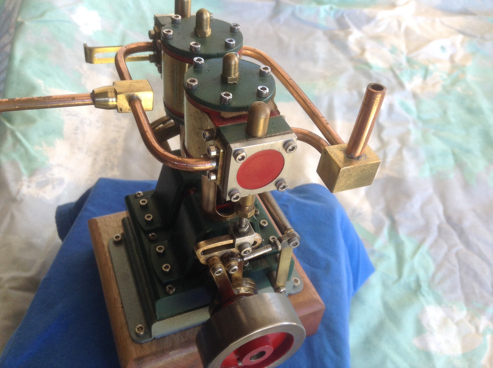 Twin cylinder steam model
